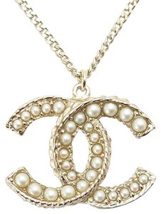 Chanel Chanel Necklace Pendant CC Logo Pearl Pearls Seed Classic Timeless Pale Brushed Gold Tone Metal Charm Large Jumbo Maxi Authentic 11A 2011