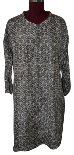Preload https://item4.tradesy.com/images/grey-and-white-knee-length-short-casual-dress-size-4-s-1692518-0-0.jpg?width=400&height=650