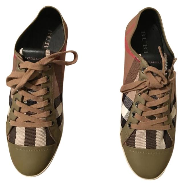 Item - Plaid with Dark Stone And Sneakers Size US 10 Regular (M, B)