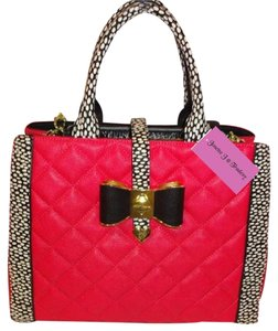 Betsey Johnson Cross Body Satchel in fuchsia/black