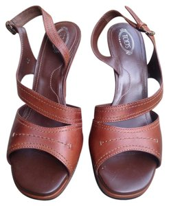 Tod's brown Wedges