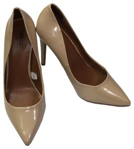 Mossimo Supply Co. Classic Business Casual Informal Casual Tan Pumps