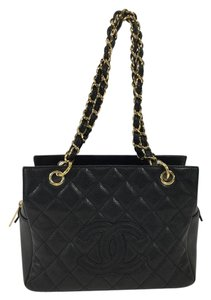 Chanel Caviar Quilted Ptt Gold Hardware Tote in Black
