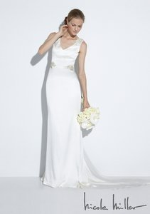 Nicole Miller Bridal Antique White Silk Id1000 Alexandra Formal Wedding Dress Size 10 (M)