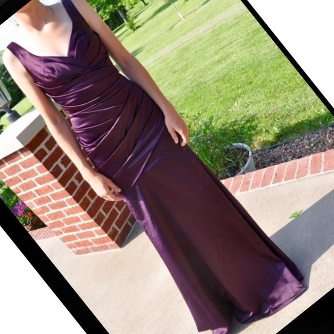 Item - Plum Satin Sexy Bridesmaid/Mob Dress Size 8 (M)
