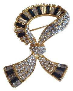 Vintage Inspired Costume Jewelry : Brooch Pin