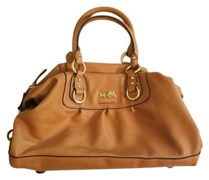 Coach Satchel in Tan/caramel