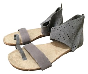 Kenneth Cole Reaction Suede Gray Beige Grey Sandals