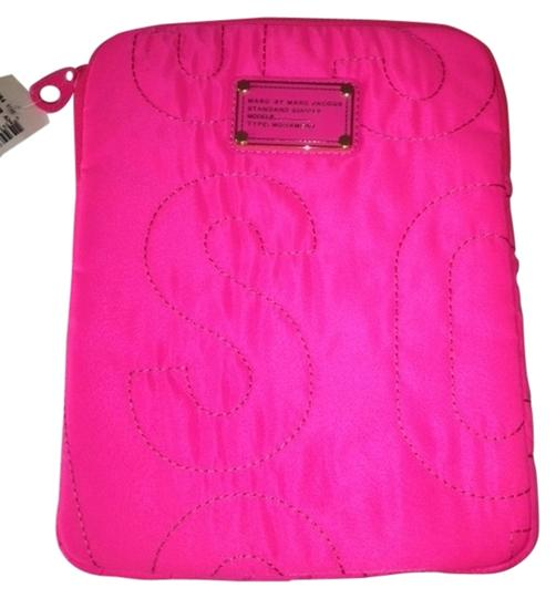 Preload https://item2.tradesy.com/images/marc-by-marc-jacobs-pink-nylon-ipad-case-tech-accessory-1695291-0-0.jpg?width=440&height=440