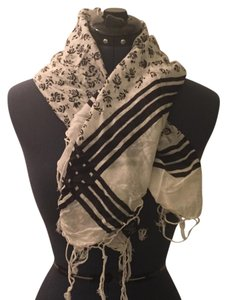 Dillard's Black and white patterned scarf