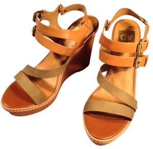 Dolce Vita Brown. Wedges