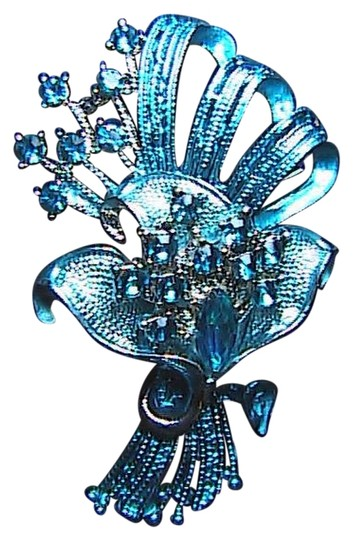Unknown Fashion Blue Rhinestone Flower Brooch