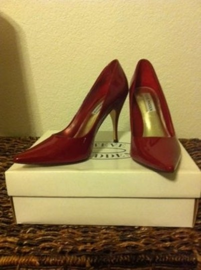 Steve Madden Red Stilet Patent Leather Pointed Toe Mandarin Ruby Pumps