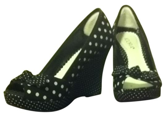 Preload https://item4.tradesy.com/images/black-and-white-polka-dots-wedges-size-us-8-169653-0-0.jpg?width=440&height=440