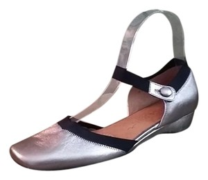 Kenneth Cole Silver Flats