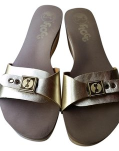 Flogg Comfortable Open Toe Casual Gold Sandals