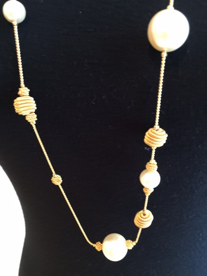 Preload https://item2.tradesy.com/images/gold-tonepearl-faux-necklace-1697981-0-0.jpg?width=440&height=440