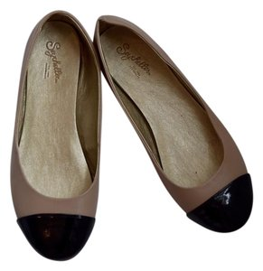 Seychelles Ballet Leather Beige with Black Cap toe Flats
