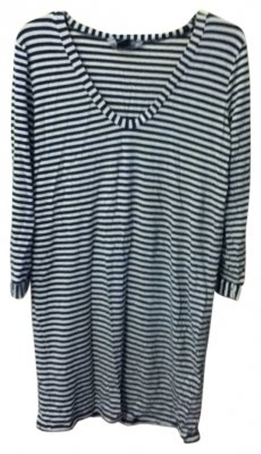 Preload https://img-static.tradesy.com/item/16981/french-connection-stripe-black-and-white-above-knee-short-casual-dress-size-10-m-0-0-650-650.jpg