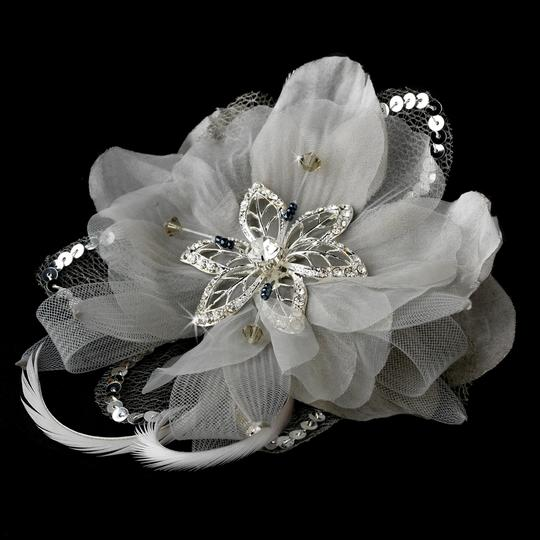 White Chic Flower Rhinestone Beads Feather Fascinator Special Occassion Clip Hair Accessory