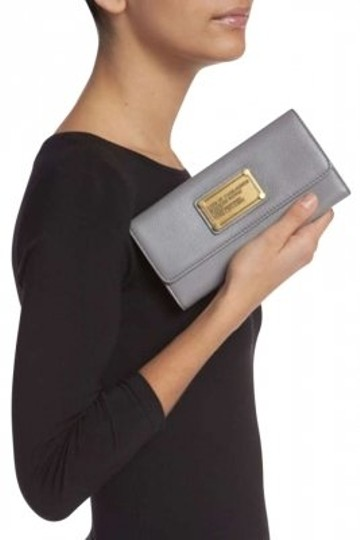 Preload https://item1.tradesy.com/images/marc-by-marc-jacobs-black-long-trifold-wallet-169840-0-0.jpg?width=440&height=440