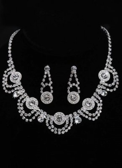 Preload https://img-static.tradesy.com/item/169854/necklace-earrings-jewelry-set-0-0-540-540.jpg