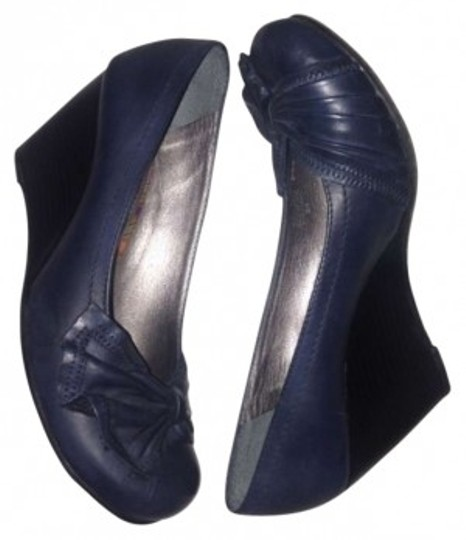Preload https://item1.tradesy.com/images/gianni-bini-vintage-navy-wedges-size-us-8-169920-0-0.jpg?width=440&height=440