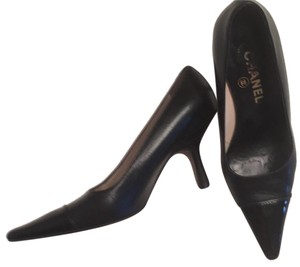 Chanel Black leather and black patent Pumps