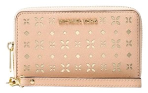 Michael Kors MICHAEL KORS Jet set travel PERFORATED Wallet phone case Wristlet NWT