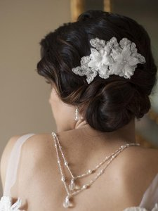 Mariell Sophisticated Handmade Bridal Comb With White Beaded Floral Lace Applique 4102hc-w