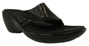 Clarks Single Toe Thong Style Heels Black Sandals