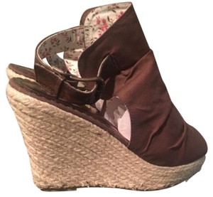 Groove Brown Sandals