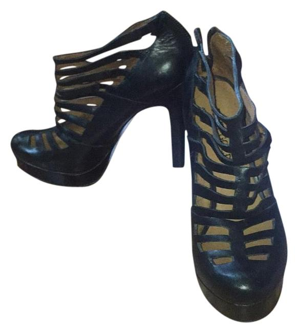 Item - Black Cutout Pumps Size US 7.5 Regular (M, B)