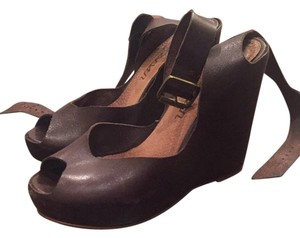 Sixtyseven Brown Wedges