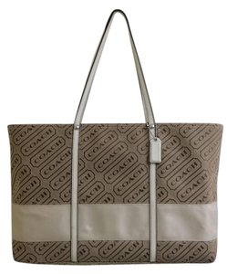 Coach Tote in Khaki Punch
