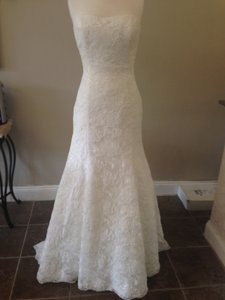 Enzoani Ivory/Silver Belt Lace Dillon Traditional Wedding Dress Size 10 (M)
