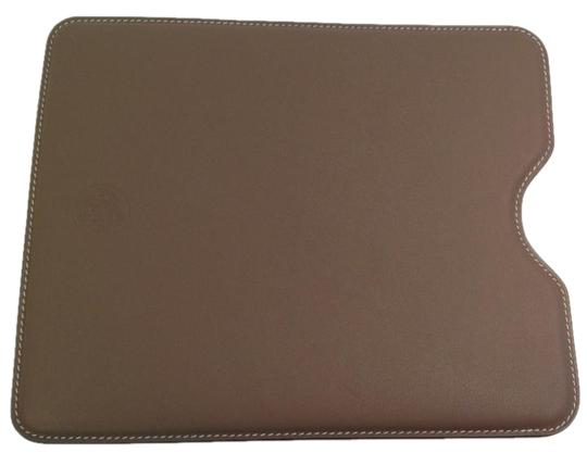 Preload https://img-static.tradesy.com/item/17024233/hermes-taupe-ipad-leather-cover-tech-accessory-0-1-540-540.jpg