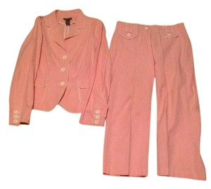 New York & Company Stylish crop pant suit. Pink & white seersucker.