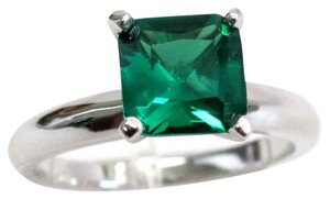 9.2.5 Gorgeous green emerald square cocktail ring size 7