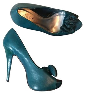 Qupid Teal Pumps