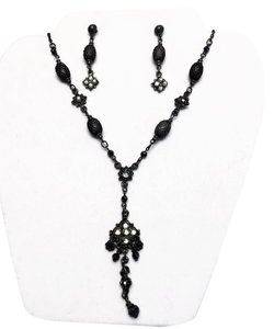Other Gothic Romance Necklace and Earring (Pierced) Set [ Roxanne Anjou Closet ]