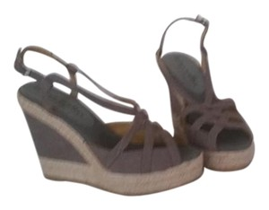 Bettye Muller Comfortable Olive canvas Wedges