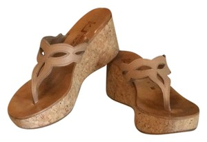 St. Jaques Tan Wedges