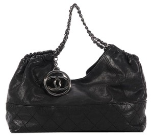 Chanel Black Distressed Leather Cabas Ch.k0526.12 Shoulder Bag