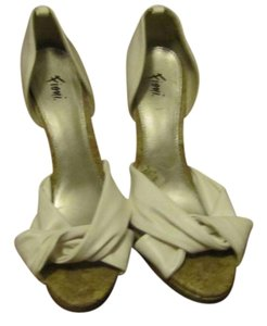Fioni Leather White Pumps