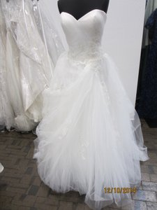 Casablanca Ivory Tulle Style 2112 Formal Wedding Dress Size 14 (L)