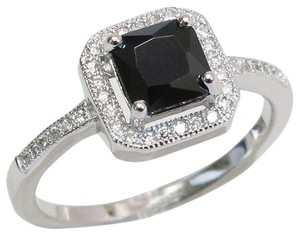 9.2.5 beautiful Onyx and white topaz cocktail ring size 7