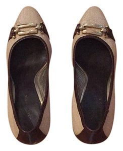 Banana Republic Cream and dark brown leather detail Pumps