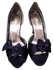Michaelangelo Navy Pumps