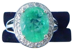 MAGNIFICENT OVAL SHAPE MM STARBURST CUT EMERALD RING 4.2 CT. 0.7 CT TOTAL DIAMOND IN SHANK/SPLIT-SHANK 14KT WHITE GOLD